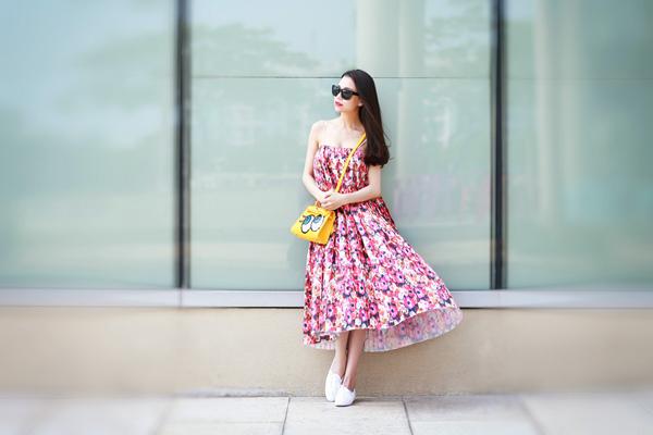 trà ngọc hằng tư vấn mặc váy in họa tiết